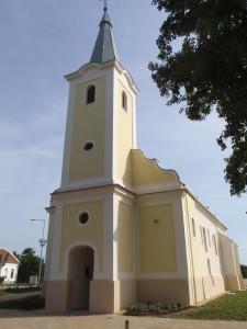 csehimindszenti Mindenszentek felújított templom