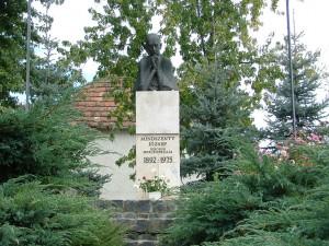 Mindszenti József szobra Csehimindszent